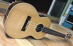 tenor (Adriano Luthier) Tags: ukulele handmade uke spruce luthier tenor aquila abeto custommade guitarmaker artezanal adrianoguerra aquilastrings
