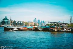 London's architecture - Docklands (thendele) Tags: uk houses england london thames skyline architecture architectural gb architektur docklands hochhaus themse huser wolkenkratzer greaterlondon vereinigtesknigreich