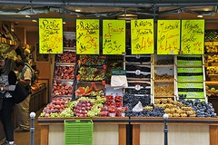Fruit Stand (AntyDiluvian) Tags: trip paris france fruitstand pompidoucenter beaubourg 2015 ruerambuteau