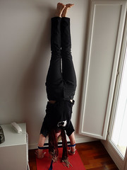 Cdiz.  Upside down before going out for tapas. (Sharon Frost) Tags: sharon handstands cdiz fotodessw