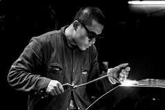Day 58: Welder in the street (p.sebastien) Tags: china street travel portrait men 50mm nikon streetphotography streetportrait xian chine welder travelphotography d90 soudeur