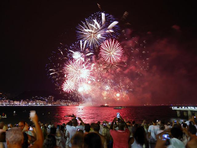 Feliz Ano Novo! - Reveillon em Copacabana, Rio de Janeiro, Brasil.