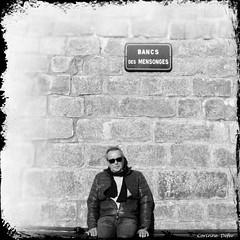 """""""Bancs des mensonges"""" (Corinne DEFER - DoubleCo) Tags: portrait blackandwhite bw france blancoynegro noiretblanc nb paca var biancoenero carré sainttropez carréfrançais corinnedefer updatecollection"""