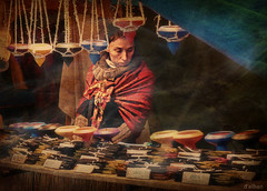 La vendedora de incienso (bis) (Franco DAlbao) Tags: portrait texture textura lumix retrato candid seller incense vessels incienso vendedora robado artesana vasijas craftwoman pebeteros dalbao francodalbao