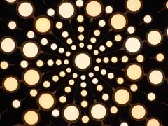 Eletrosfera (Jnio Klo #9) Tags: paris aeroporto bolas lustre