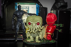 0505-140 T'Challa and Cthulhu (misterperturbed) Tags: ironman cthulhu marvellegends marvel avengers hasbro blackpanther marvelselect hulkbuster diamondselect funkopop