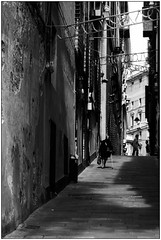La vecchiaia - The oldness (Matteo Bersani) Tags: vecchiaia oldness strada via alley streetphotograpy camminare walking ombre luce light shadow bwbwbnblackwhitebianconero italybw genova sonyalphaitalia a58