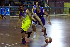 TUCAPEL VS WOLF__30 (loespejo.municipalidad) Tags: chile santiago miguel azul noche amarillo bruna silva deportes jovenes balon rm adultos alcalde competencia basquetbol loespejo