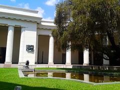 Museo de Bellas Artes, Caracas. (dayanaaaaarv) Tags: museum bellas artes caracas venezuela statue tree fuente sky white