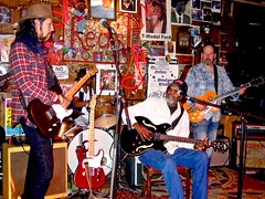 Red's Blues Club with... (watch) (Shein Die) Tags: jukejointfestival2016 carloselliotjr redsbluesclub jukejoint clarksdale rlboyce thecornlickers redsblueslounge red