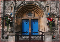 Methodism in Radstock (Canis Major) Tags: trinitymethodistchurch methodism radstock church doorway floraldecoration 1902