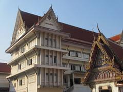 Wat Bophitpimuk (eltpics) Tags: eltpics thailand bangkok wat buddhism religion architecture bracelet pink lucky luckycharm goodluck superstition hand