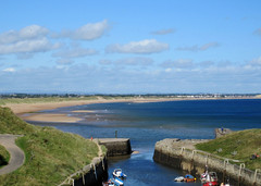 Seaton Sluice, harbour entrance (patf73) Tags: boats seatonsluice