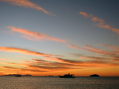 Fingertips of Sunset (Vickyeastwood) Tags: queensland qld whitsundays whitsundayscoast nikon coastline sea ocean sailing catamaran bareboat bareboating charterboat charteryacht nikonp900 p900 nikoncoolpix