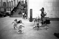 Ghost Dance (Valt3r Rav3ra - DEVOted!) Tags: lomo lomography lca lomolca bw biancoenero blackandwhite valt3r valterravera visioniurbane urbanvisions rolleiretr100 streetphotography street sovietcamera native ghostdance milano italy
