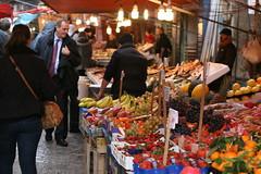 Palermo Market (lalulicha) Tags: italien italy fruit essen market dolce busy markt palermo mercato ferien vita obst sizilien süden