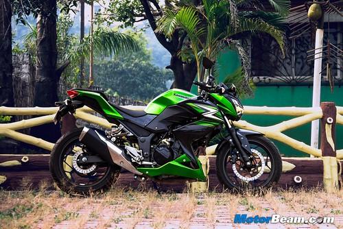 2015-Kawasaki-Z250-01