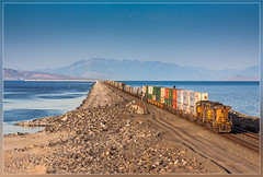 UP 6741, Great Salt Lake (UT) 3.6.2014 (VTZK) Tags: lake water train utah meer unitedstates dam great salt zug lakeside container unionpacific trein containers