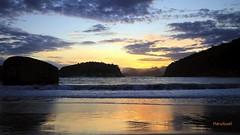 Sunset em Piratininga (mariohowat) Tags: sunset praia riodejaneiro natureza pôrdosol niterói crepúsculo regiãooceânica praiadepiratininga praiasdoriodejaneiro