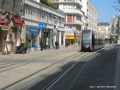 Rue Charles Gille (ernstkers) Tags: trolley tram lightrail streetcar tours aps tranvia elctrico tramvia citadis strasenbahn