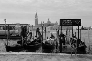 上工前的片刻悠閒  Leisurely moment before a hard day  ~ Dogana/Vallaresso Gondole.  San Marco @ Venezia  威尼斯~