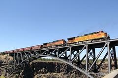 BNSF GE C44-9W #960 #4333 (busdude) Tags: oregon river railway trunk ge bnsf crooked 960 c449w bnsfrailway 4333