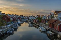 DSC_9795_1280 (Vrakpundare) Tags: bridge boats canal village sweden harbour kanal boathouse kaj fishingvillage bohusln brygga hamn grundsund btar fiskeby henryblom vrakpundare