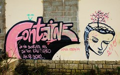 La Rochelle, graffiti, Chef de baie (thierry llansades) Tags: street ladies girls streetart color sexy art colors girl port puerto graffiti fort graf femme spray atlantic peinture 17 graff larochelle aerosol fontaine fille charente rochelle graffitis fresque poitou rochefort atlantique graffs grafs fontaines saintonge charentes charentemaritime ladie fresques poitoucharentes lapallice aunis rochefortsurmer lesminimes gabut legabut chefdebaie