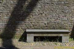 ravenstein21 (Jolande, steden fotografie) Tags: kanon klooster architectuur ravenstein bankje waterpomp poorten jozefkapel leerlooijershuisje