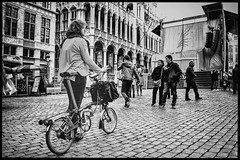 She and her bike at Grand Place, Brussel (Pablo Gorosito) Tags: street city blackandwhite white black blancoynegro bike bicycle blackwhite nikon europa europe cities streetphotography style ciudad bicicleta bruselas nikkor brussel brompton blanconegro