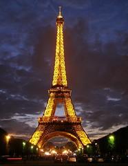Tour Eiffel (Skylark92) Tags: eiffel paris dusk lights tower france frankrijk parijs toren tour