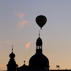 the i in the sky .. (m_lars_k) Tags: mannheim jesuitenkirche hotair airsports intheair travel backlit velvia balloon fuji x30 day