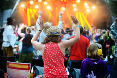 16_LittlePhotoCompany_Tash_Saturday (108) (Larmer Tree) Tags: 2016 littlephotocompany tashleejones saturday mainstage audience handsintheair favourite
