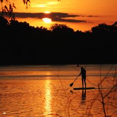 De frente al sol (Mardoqueo Charuc) Tags: lake siluetas people puestadesol atardecer atardeceres tramonto lecoucherdusoleil sunset sunsetcolors silhouettes