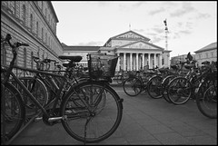 Bicicletas B&W (CURZU@) Tags: plaza canon germany munich bayern eos opera europa theater platz national alemania munchen canoneos staatsoper nationaltheater baviera 50d eos50d canoneos50d plazamaxjosephplatz