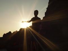 Posso toccare il sole (Simone Onorati) Tags: light portrait sun rays backlit sole ritratto luce controluce raggi