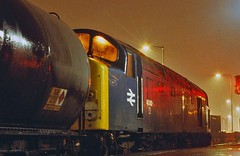 Night Oil (paul_braybrook) Tags: diesel sheffield freight englishelectric ecclesfield class40 40032 40082 stanlow