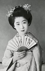 Maiko Momotaro (Blue Ruin 1) Tags: 1920s japan japanese kyoto postcard maiko geiko geisha 1910s sparrows momotaro kanzashi sensu hairornament apprenticegeisha foldingfan taishoperiod kyomaiko kyotoapprentice