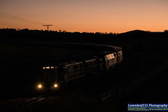864, 872, 1440 & 1434 near Cootamundra (Les 'LowndesJ515' Coulton) Tags: sunset dusk coco newsouthwales toodark 3112 infocus 1440 alco cootamundra 1434 qube emd cootes mainsouth southernnsw 864 872 standardgauge containertrain electromotivedivision mediumquality mzclass 830class greentrains qubelogistics harefieldtrain
