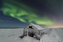 Winter Wonderland (Kjartan Guðmundur) Tags: sky snow canon stars iceland nightscape moonlight ísland northernlights auroraborealis norðurljós canoneos5dmarkiii tokinaatx1628mmf28profx kjartanguðmundur