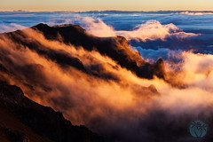 haleakala sunrise clouds and peaks (brandon.vincent) Tags: cloud mountain green sunrise volcano hawaii haleakala crater