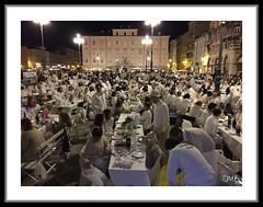 Cena Total White (Super Mario Bros1) Tags: piazza festa cena trieste tavoli totalwhite cenainbianco