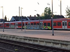Graffiti by jaob28 (Honig&Teer) Tags: streetart train treno trein traingraffiti db deutschebahn steel panel bombing vandalismus spraycanart art kunst sbahnhannover sprühkunst trainspotting benching trainwriting regio dbregio aerosol vandalism hannovergraffiti