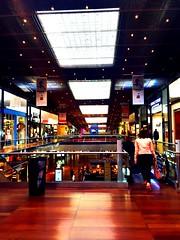 Enfin ! Pouvoir prendre du temps le midi pour une balade dans le centre de Lille.. (fourmi_7) Tags: pose shopping lille nord soldes euralille balade djeuner magasins centrecommercial achats