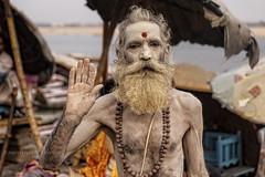 Varanasi: UN NAGA SUR LES GHATS (pierre.arnoldi) Tags: varanasi ph sadhu inde naga ghats photoderue photocouleur photooriginale