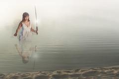 Somni d'una nit d'estiu (Trumfa) Tags: sea beach girl mar chica dream playa sword katana noia espada sueo platja somni espasa