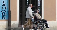 """Der Rollstuhl. Die Rollstühle. Eine Person sitzt im Rollstuhl und wird geschoben. • <a style=""""font-size:0.8em;"""" href=""""http://www.flickr.com/photos/42554185@N00/27585321703/"""" target=""""_blank"""">View on Flickr</a>"""