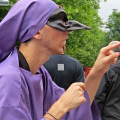 Tentative (lady.bracknell) Tags: nicoloscimeca associazioneenjoybrouhaha2016 brouhahainternational carnival streettheatre