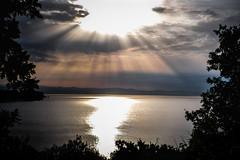 Quasi alba (Lorenzo Pirotto) Tags: paesaggio alba sole nuvole sunset sunrise cielo sky luce mare sea onde landscape fuji cctv