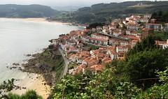 LASTRES, PUEBLO DE PESCADORES (DoscafesparaPaula) Tags: lastres playa ocean beach asturias spain espaa ribadesella gijon doctormateo tejado verde marymontaa mar montaa